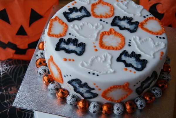 halloween cake 184 - Simple Halloween Cake Decorating Ideas