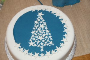 Christmas Cake Decoration With Stars : Stars and Sparkle Christmas Tree Cake Baking, Recipes ...