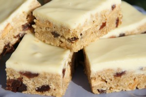 Apple & Sultana Flapjack with Yoghurty Topping