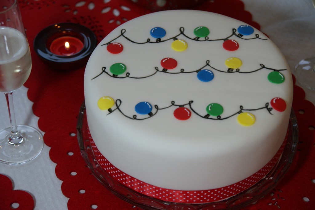 Day 1 – Ideas for Decorating your Christmas Cake  Baking  ~ 073633_Cake Decoration Ideas Xmas