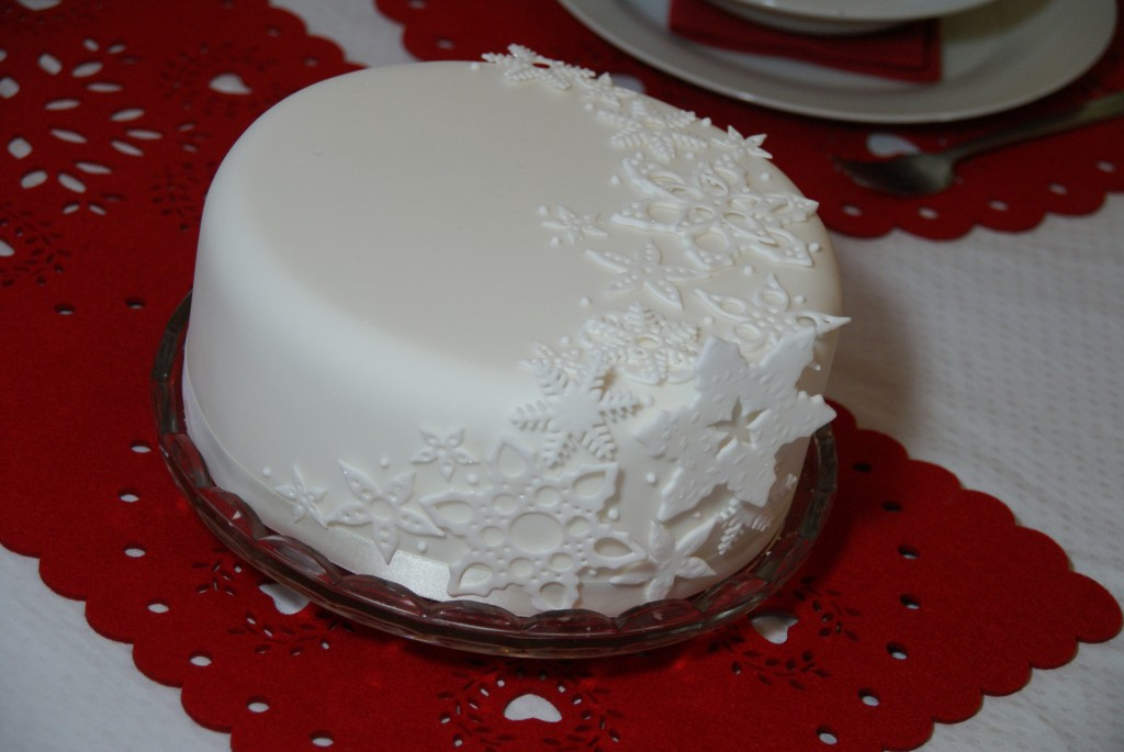 Day 1 ideas for decorating your christmas cake baking for Iced christmas cakes